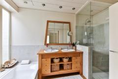 bathroom-2132342_1920